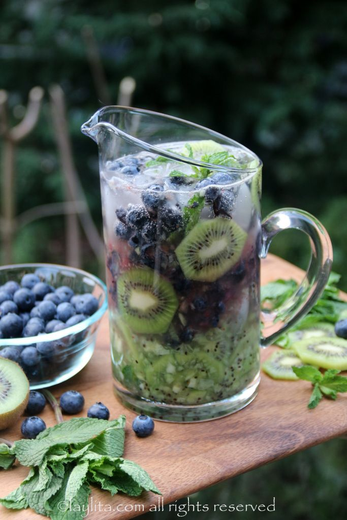 Kiwi blueberry mojito... these wil be sooooo good when the warm days of summer FINALLY get here!!