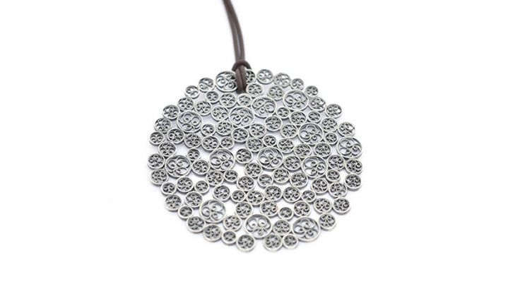 Liliana Guerreiro | Collections - Handmade silver pendant, using a filigree technique
