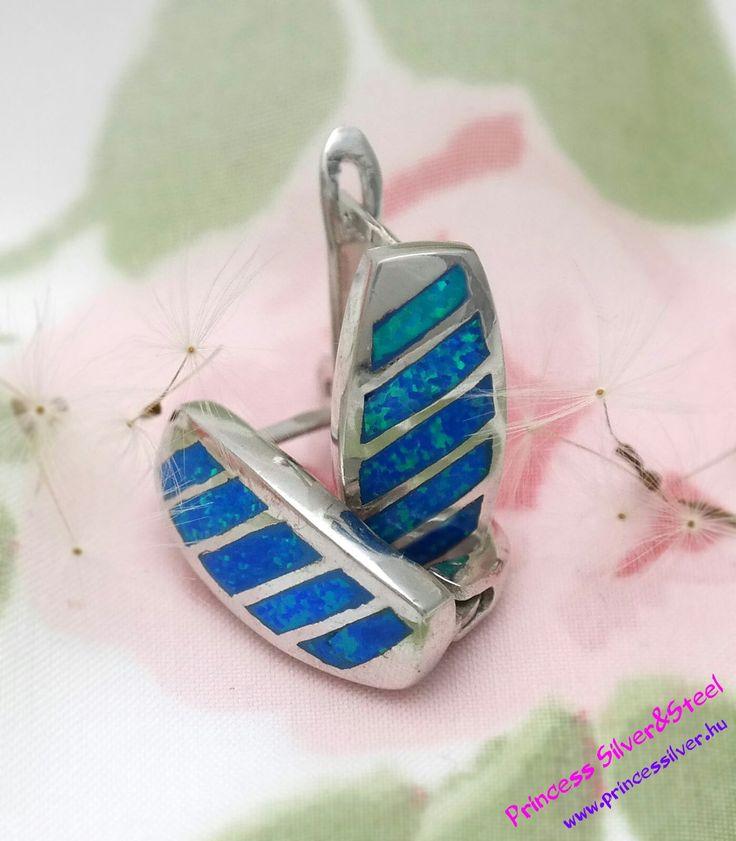 Egyedi vonalas ezüst elegancia fülbevaló, kék szintetik- opál kővel. www.princessilver.hu
