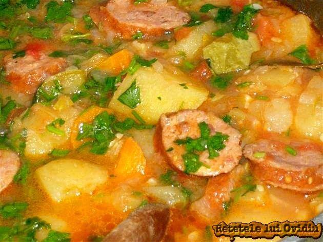 Cu o tocana de legume cu carnati de porc mi-am ostoit azi, dorul de ceaunul ţărănesc şi pofta de mâncare săţioasă, de casă.
