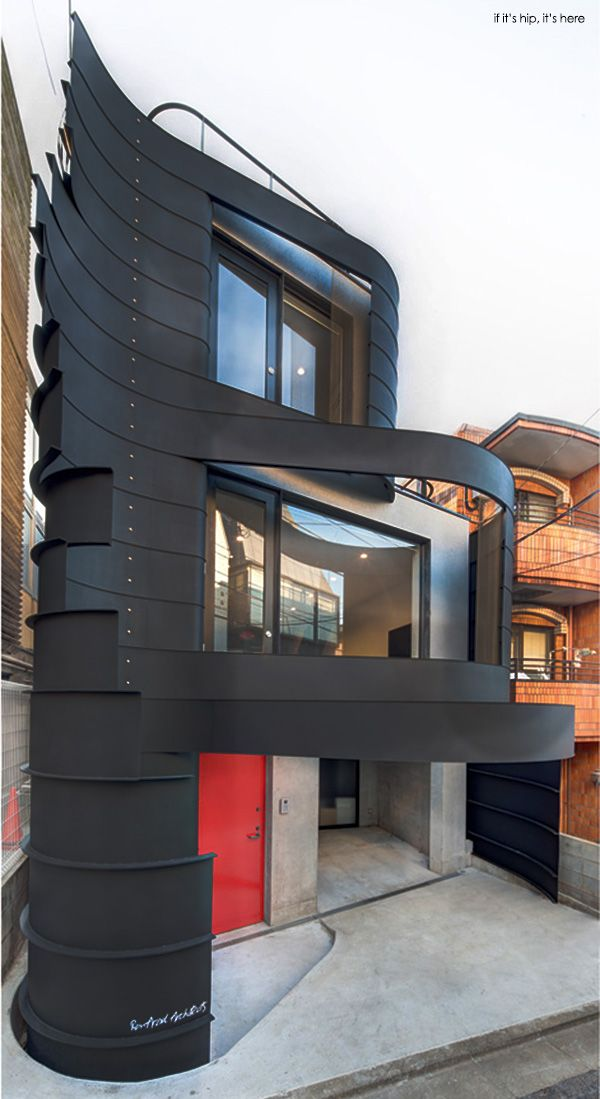 Designer Ron Arad works with Japan's Issho to create a compact, crazy curvalinear home. Photos and details at http://www.ifitshipitshere.com/ron-arad-d-house/