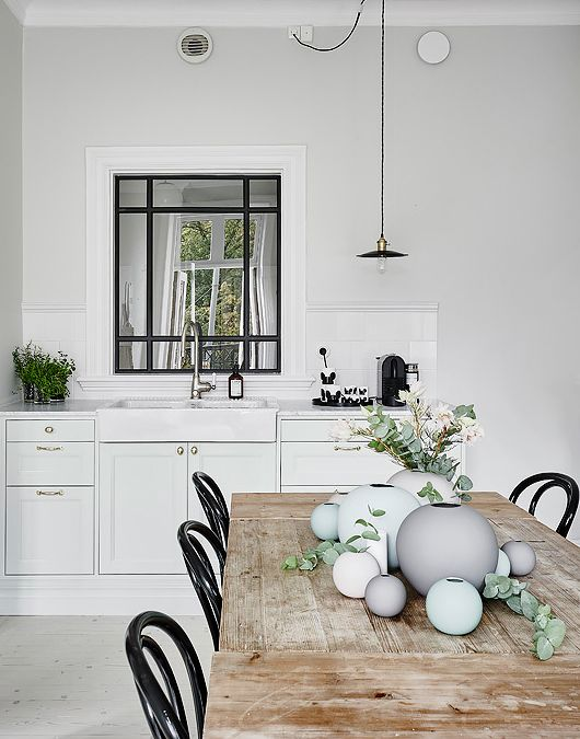 Beautiful, simple white kitchen
