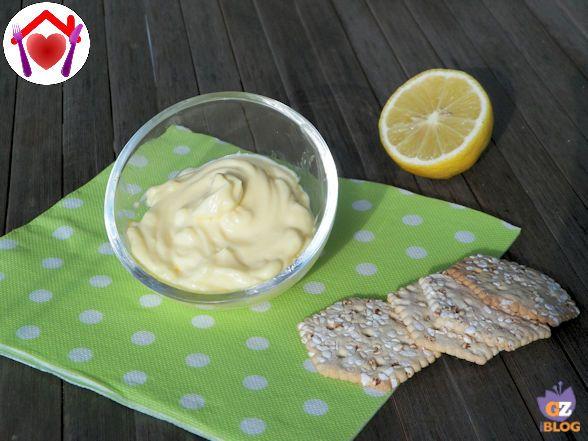 Basta 1 minuto per preparare la maionese in casa: questa ricetta è semplicissima da fare...