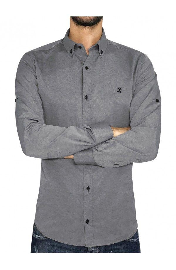3870ee16a015 3GUYS Ανδρικό πουκάμισο σε κανονική γραμμή με διακριτικό κέντημα στο  στήθος.Το μοντέλο της φωτογραφίας έχει ύψος 1