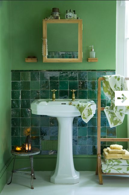 Green recycled glass tiles, bathroom /Photo Maxwell Attenborough
