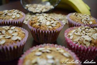 Izabella`s kitchen: Deserturi Briose din fulgi de secara si banane