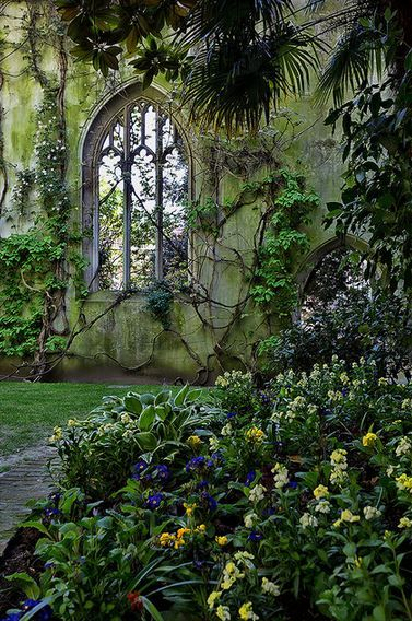 St Dunstan, how magical! I would love to sit amongst its gardens and read a lovely book!