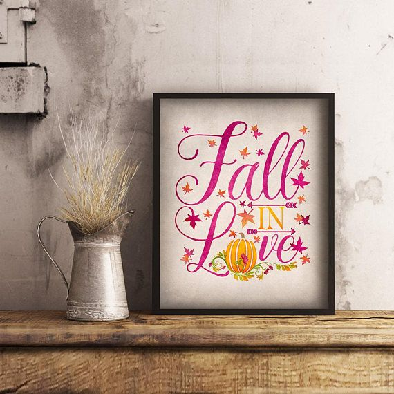 This printable fall in love print featuring a lovely orange pumpkin is a wonderful touch for any Fall wall art or autumn decor! Just download and print 🍁 #autumnwallart #thanksgivingdecor #fallinlove