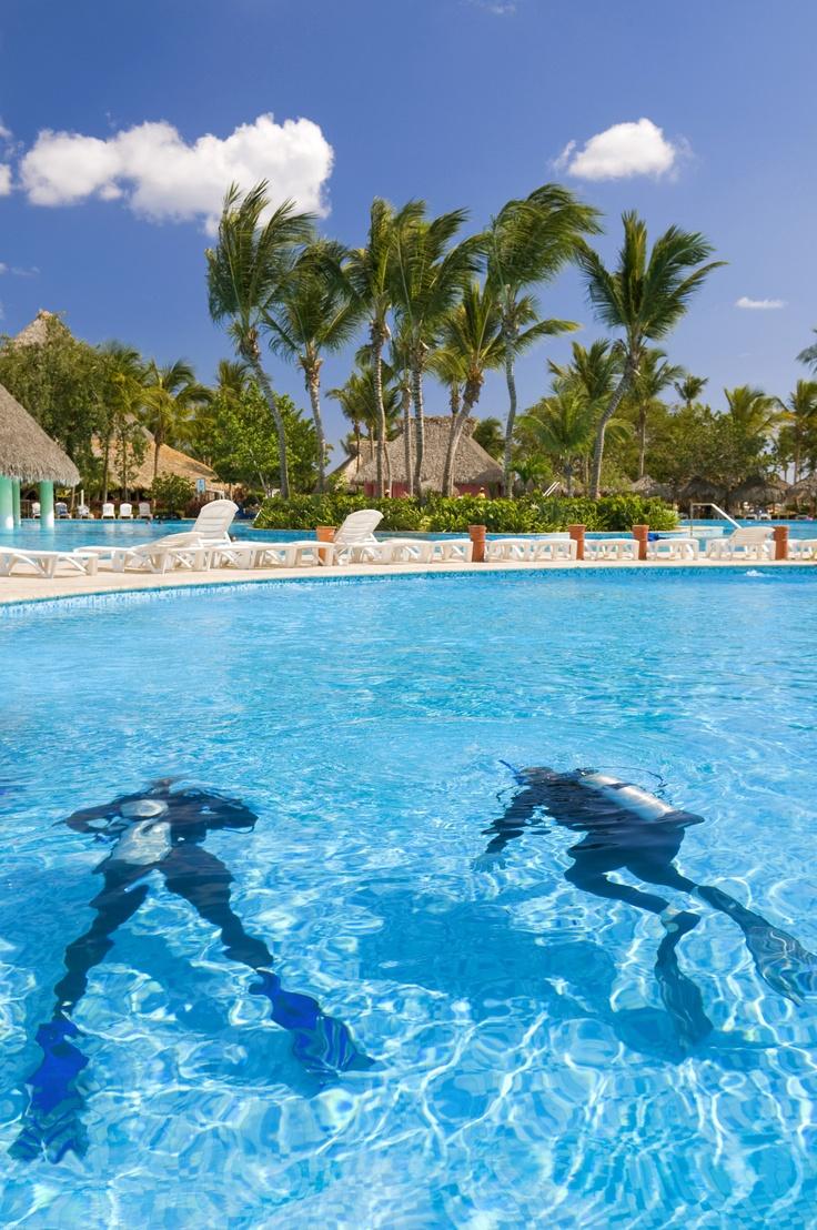 Scuba Diving Lessons in Iberostar Hacienda Dominicus Pool in La Romana. #VacationExpress