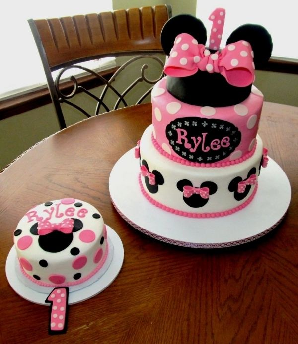 Minnie Mouse cake for first birthday and just a few cupcakes