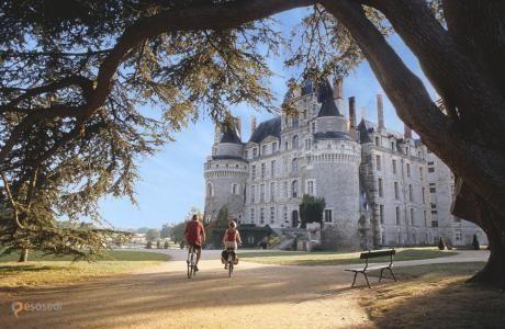 Замок Бриссак – #Франция #Земли_Луары (#FR_R) Поскольку сегодня пятница 13-е, нельзя обойтись без рассказа об очередном доме с привидениями. Château de Brissac - французский замок с двумя вполне себе дружелюбными призраками, обитающими в нем уже пять веков. Встреча с одним из них практически гарантирована всем, желающим переночевать в замке - только вот за это удовольствие придется выложить почти 400 евро! http://ru.esosedi.org/FR/R/1000071719/zamok_brissak/