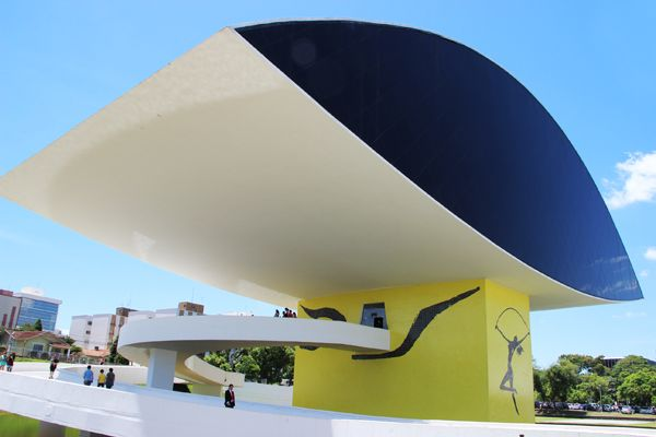 """Museu Oscar Niemeyer. """"Museu do Olho""""."""