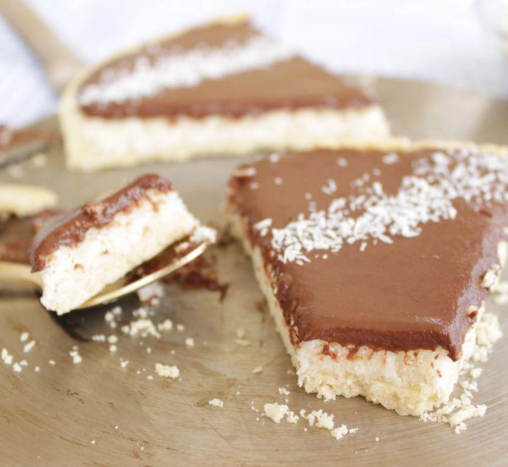 Tarte chocolat noix de coco façon bounty http://lalignegourmande.fr/recettes/tartes/recette-de-la-tarte-noix-de-coco-facon-bounty/