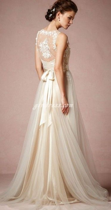This is like the perfect combo of lace and flowy tulle