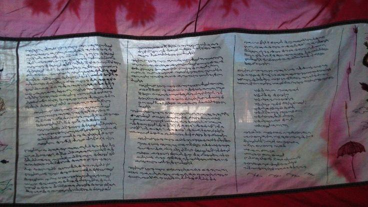 Penggalan kisah Sawerigading dalam I La Galigo tersemat dalam kain penutup tempat upacara Mak Dewata. Rangkaian pencucian arajang kerajaan Lompengeng, Sulsel 28 April 2016 #cnnindonesia
