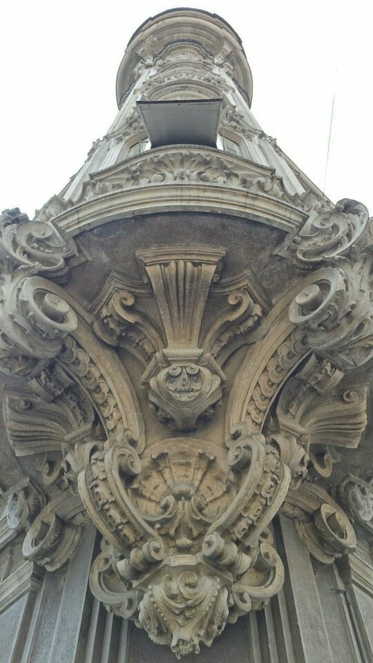 Particolare palazxo via Duchessa Jolanda angolo via Palmieri, Torino.