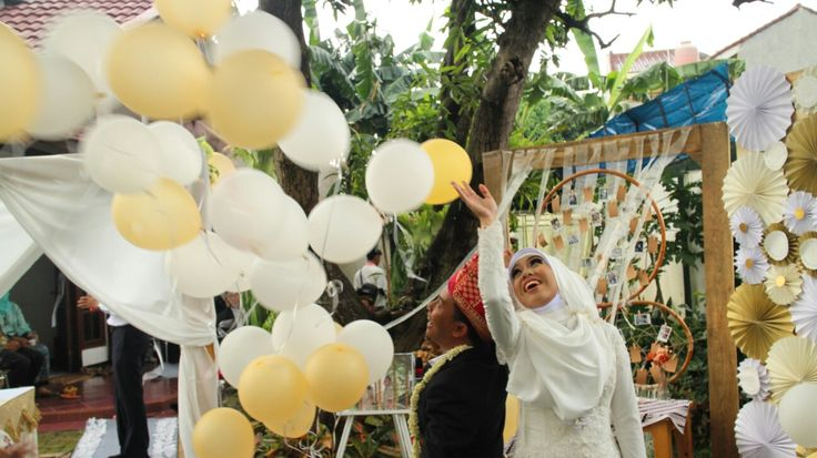 Balloon procession after Akad