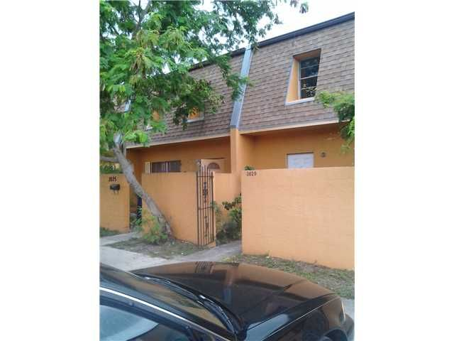 2625 NW 60TH WY # 202; http://www.miamirealestatetrends.com/townhouse/for-sale/sunrise/2625-nw-60th-wy-no-202-miami-fl-a1643239.html
