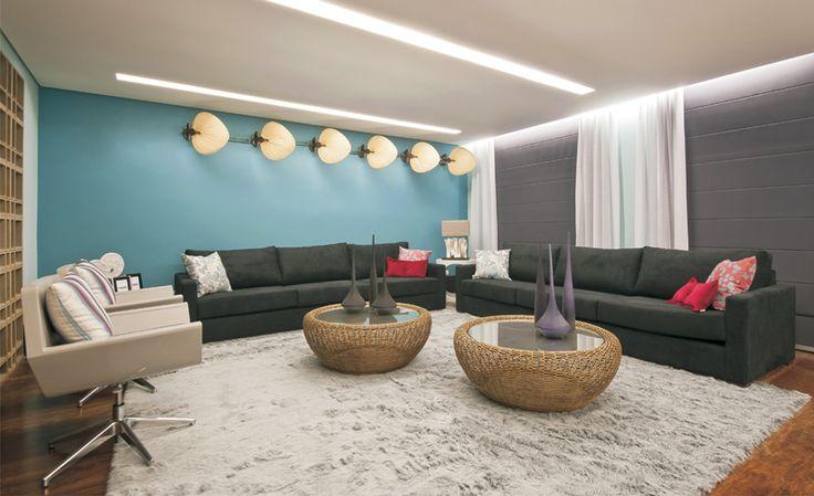 Itu Casa Cor: A designer de interiores Adriana Fontana assina o Living e a Sala de Jantar, marcados por linhas retas com a predominância de tons de azul, cinza e preto.