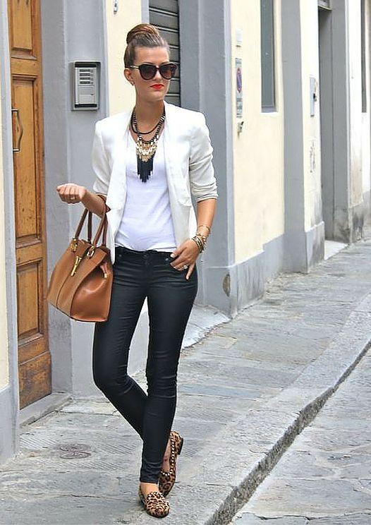 Aline Kilian Consultoria de Imagem | 5 dicas para estar elegante sem salto alto | Chic sem salto alto | Sapatilha de onça, Look elegante e Blazers brancos