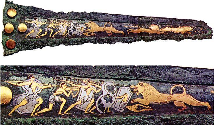 Nome:Spada con caccia ai leoni Periodo:XVI secolo a.C Materiale e Tecnica:Oro,argento e bronzo.Niellatura Luogo di conservazione:Museo Archeologico Nazionale, Atene