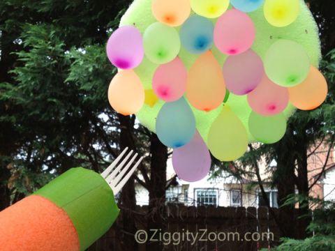 Another ZiggityZoom original Summer Fun idea- water balloon jousting game- keep kids cool this Summer with this fun Water Balloon idea #summerfun #waterballoons #kids