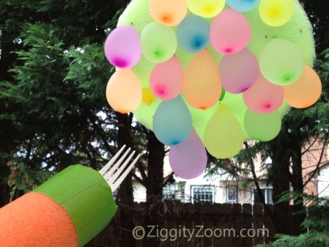 Another ZiggityZoom original Summer Fun idea- water balloon jousting game-  keep kids cool this Summer with this fun Water Balloon idea #summerfun #waterballoons #kids