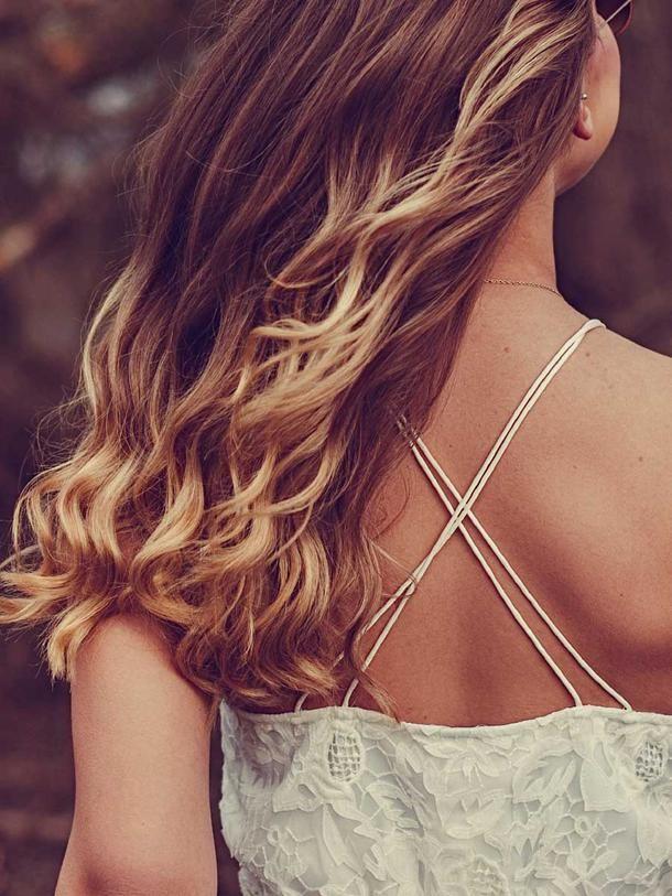 Ein paar schöne Highlights in braunes Haar bringen - aber natürlich