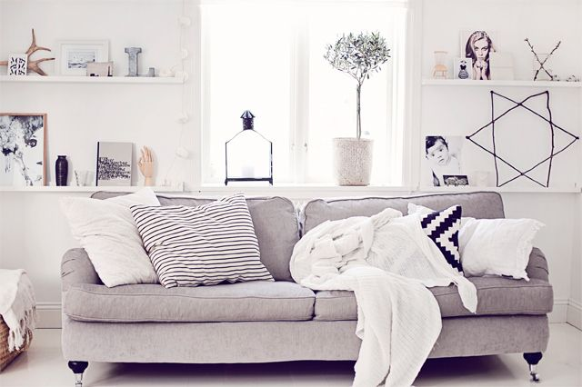 Tavellister - white and gray.  beautiful