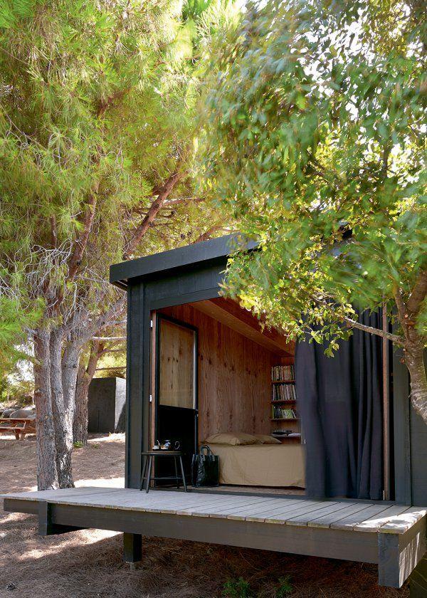 Une chambre au coeur de la nature / Bedroom in the the nature / Little cabin / Une maison cachée dans la nature - Marie Claire Maison