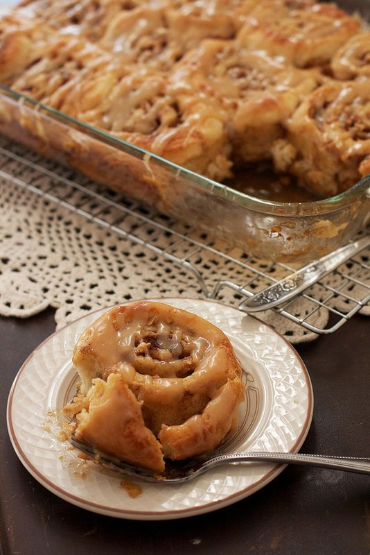 Caramel Apple Cinnamon Rolls - #foodgasm #brunch #foodporn