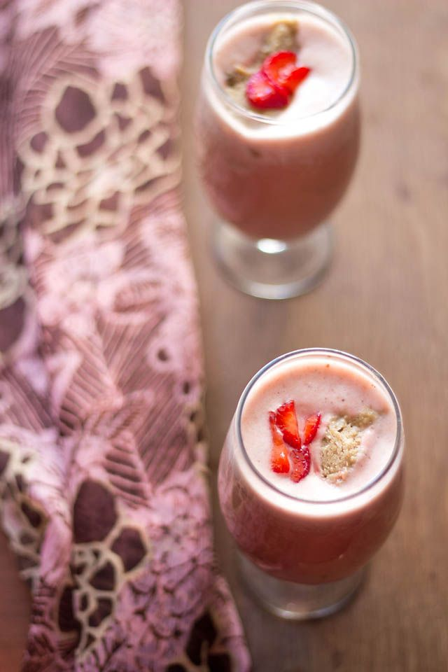 Dassana Amit with a beautiful and simple recipe for a strawberry almond milkshake. Get this milkshake recipe here on Honest Cooking today.