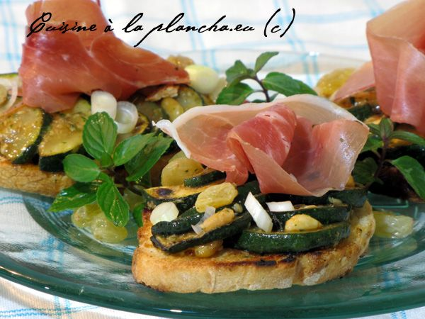 Salade de courgettes grillées à la plancha, à la Catalane.