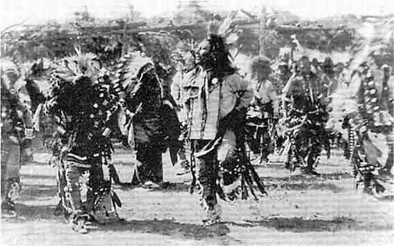 Ghost Dance : Crazy Horse while ghost dance. - Circa 1890 - Photographer unknown. - Practice of the Ghost Dance movement was believed to have contributed to Lakota resistance. In the Wounded Knee Massacre in 1890, U.S. Army forces killed at least 153 Miniconjou and Hunkpapa Lakota people. (Wikipédia)