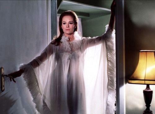 Italian actress luciana paluzzi lingerie the stars part one pinterest - Deguisement james bond girl ...