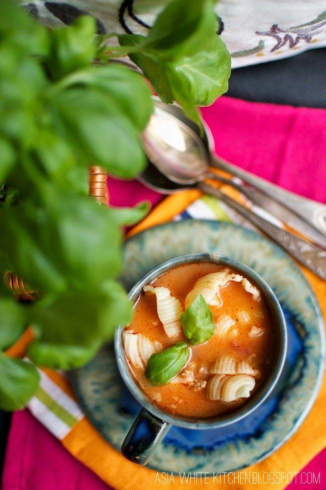 Asia's White Kitchen: Zupa pomidorowa z mielonym mięsem