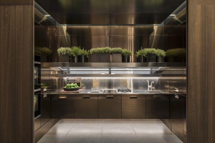 #Arclinea #Eurocucina2016 #Italia #PVD #stainlesssteel #AntonioCitterio #luxurykitchen #madeinitaly #design #kitchendesign #interiordesign #luxurydesign