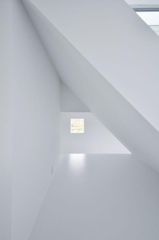 House in Hekida by Fuse-Atelier.Minimalist Architecture, Inspiration Architecture, Hekida House, Seaside Architecture, Interiors, Minimal House, Issey Miyake, House Hekida, Minimalismo Rococo