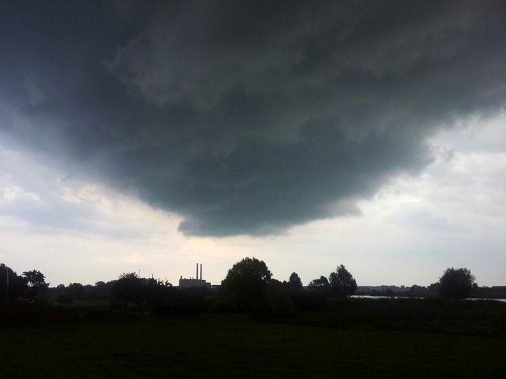 Onweerswolken boven #Zwolle