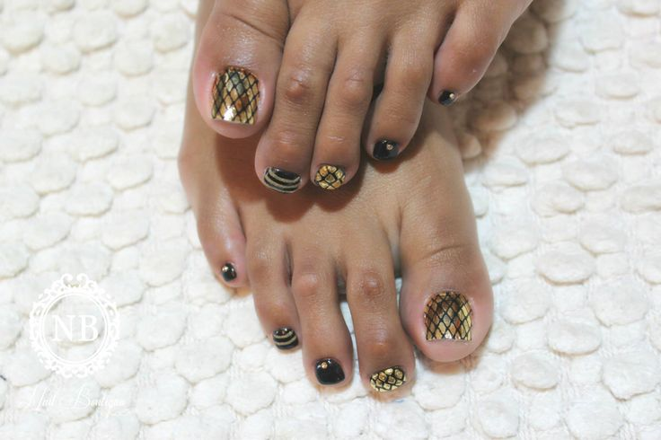 #pedicure#goldentouch#nails#nailboutique