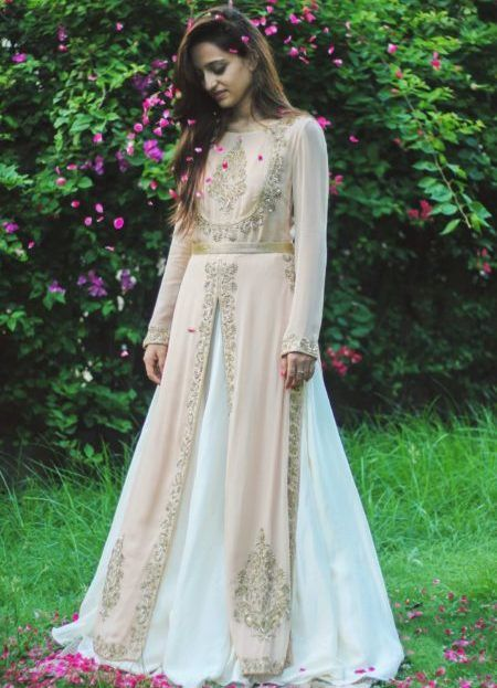 Lightweight Lehengas For The Fiercely Independent Brides