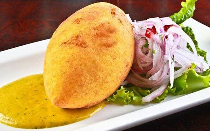 La papa rellena es una delicia de la cocina peruana. Degustarlo es agradable, pero prepararlo puede no serlo si no se cuenta con las instrucciones adecuadas. Por eso te enseñamos a elaborarlo fácilmente.