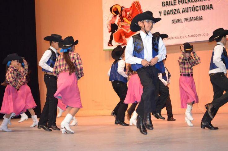 Participan alumnos de primaria en concurso regional de baile folclórico y danza autóctona | El Puntero