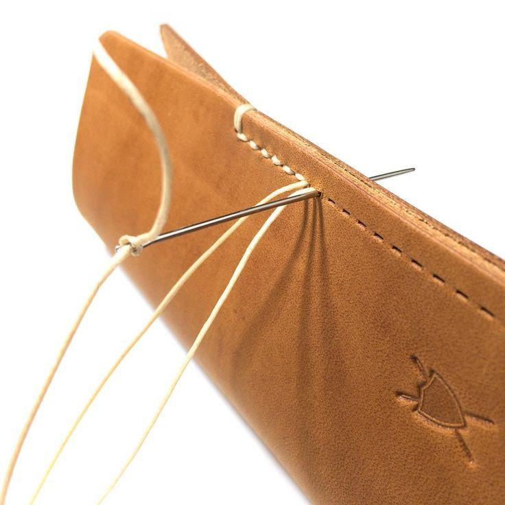 #liebhardt.eu #handmade #accessories #leather #madeingermany #sattlerstich #lederaccessoires #leder #handgemacht #handyhülle #iphonehülle #galaxys7edge #huaweip9 #handytasche #amazon
