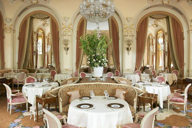 Baignoires, lits, coiffeuses, linge de bain, rideaux.... 10.000 pièces provenant du Ritz, le palace parisien, vont être vendues aux enchères en avril, a-t-on appris mardi auprès de la maison de ventes Artcurial.