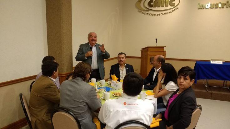 <p>Chihuahua, Chih.- Durante el desayuno celebrado en las instalaciones de la Cámara Mexicana de la Industria de la Construcción (CMIC) con motivo