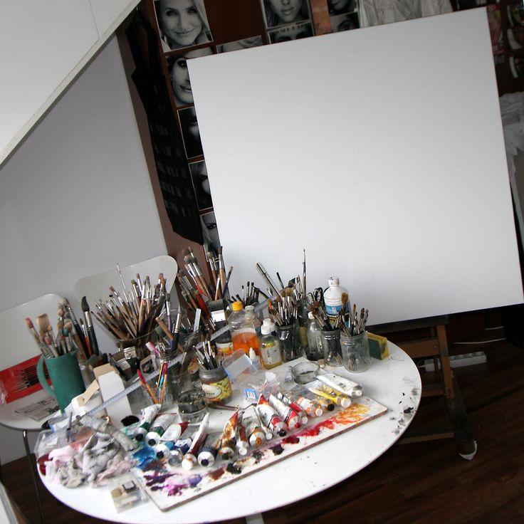 Atelier in gereedheid gebracht voor de start van een nieuwe opdracht. Voor meer: http://saskiavugts.nl/portret-in-opdracht/