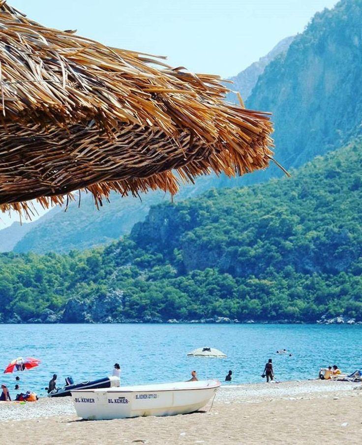 Туристы на пляже Чирали