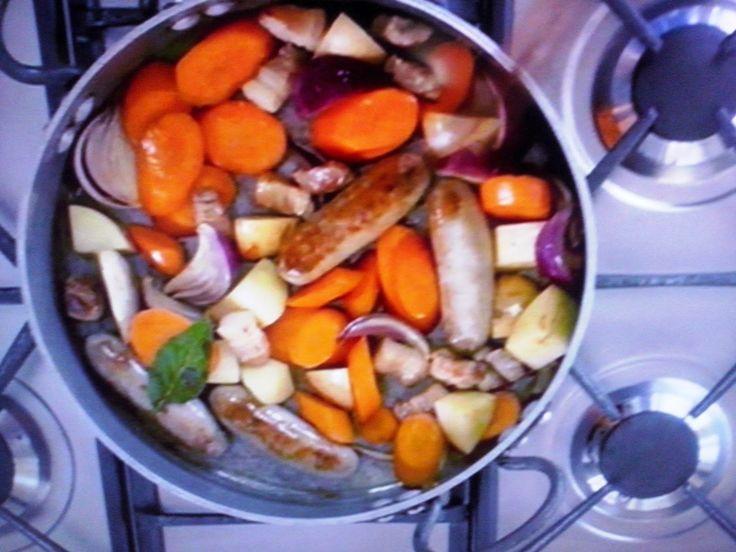 La cucina tradotta di Jamie: Stufato di salsiccia e fagioli con pane all'aglio