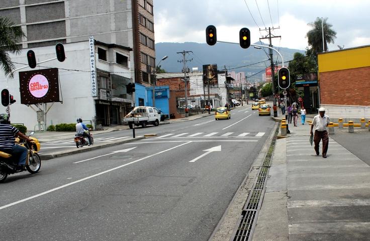 La 10 de El Poblado a la altura del Éxito a las 2:30 pm. Según El Colombiano,en la estación Universidad el óxido de nitrógeno presentó disminuciones hasta del 31% , mientras que el Ozono registró reducciones del 37% en la estación de la Universidad Lasallista de Caldas.